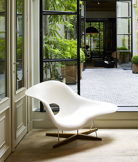 Vitra 41210001 vitra la chaise sculptural lounge chair by for Copie chaise vitra