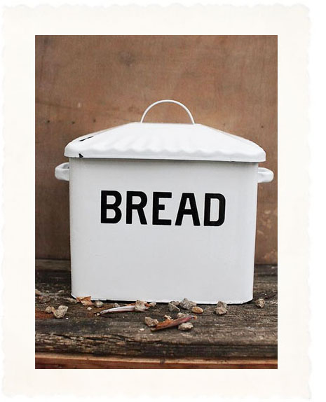 Country Kitchen Bread: Country Kitchen Bread Bin With Black Letter Decor