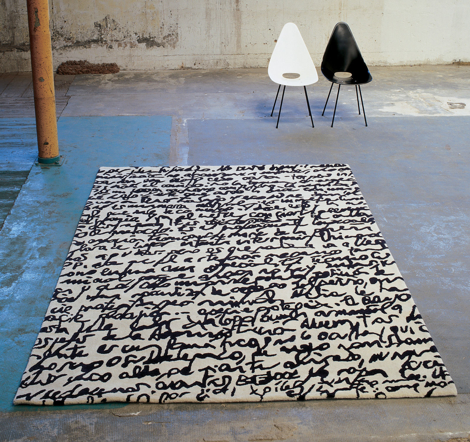 manustrit modern black white area rug by nani marquina