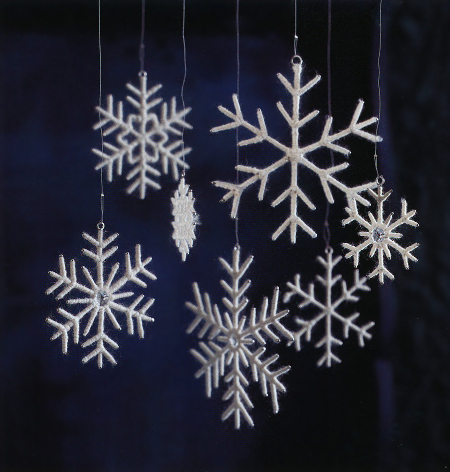 Christmas snowflake ornaments - White Snowflake Christmas Tree Ornaments Set Of 7