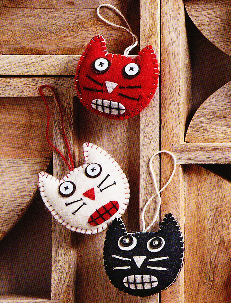 Halloween Cat Ornaments in Felt | NOVA68.com